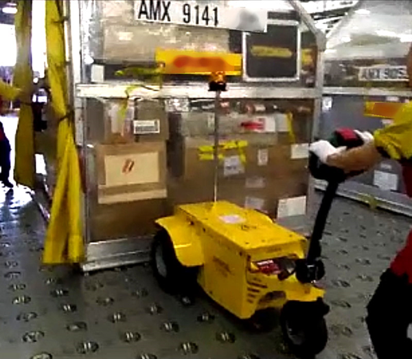 Zallys M10 battery powered handler for moving heavy loads in airports