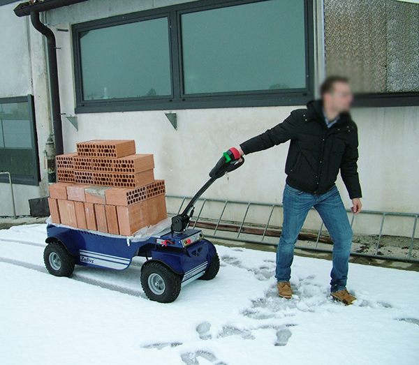 R4 4x4 electric trolley to transport heavy goods on snow-covered ground