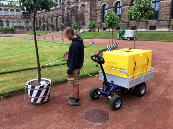 Zallys Jespi battery-powered trolley to transport water tanks for maintenance and care of gardens