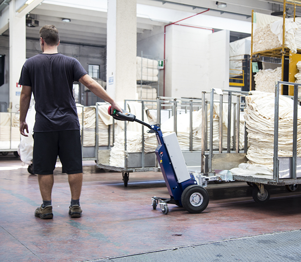 Zallys M1 cart mover for towing trolleys in textile companies